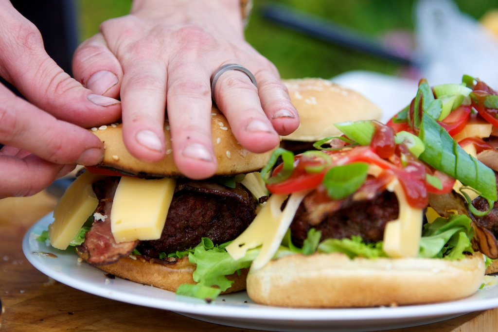 hamburger s bylinkovým máslem 1465