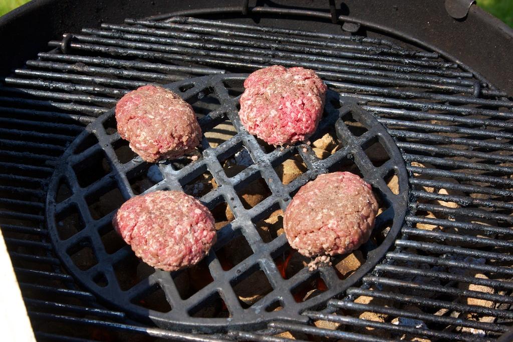 hamburger s bylinkovým máslem 1441