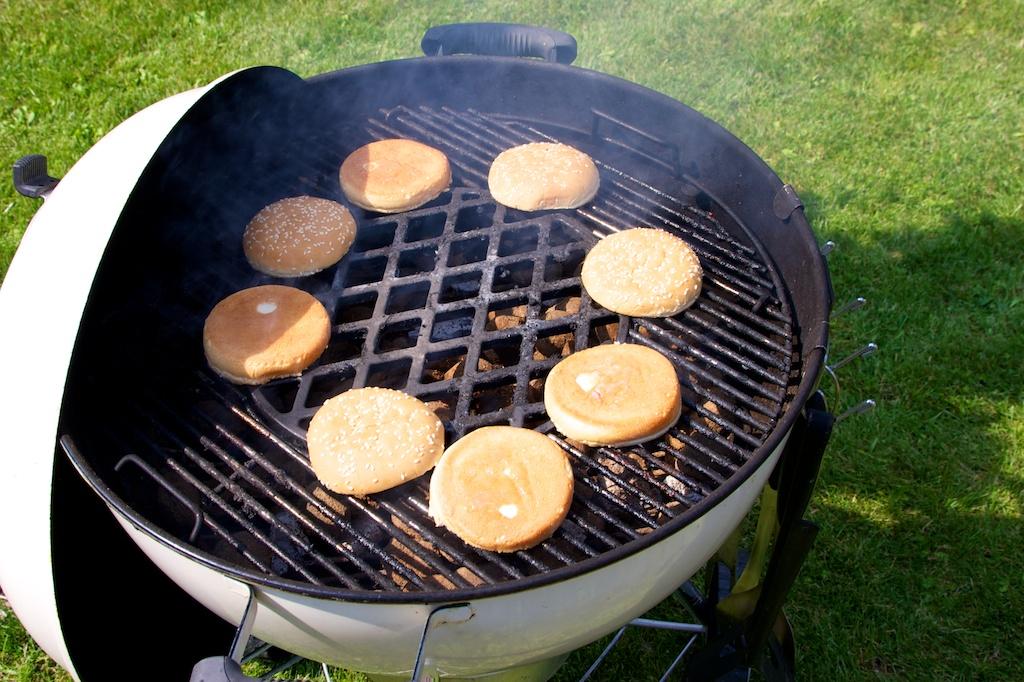 hamburger s bylinkovým máslem 1451