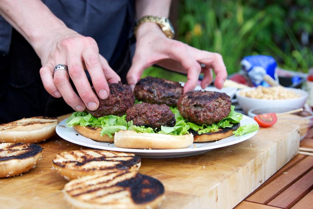hamburger s bylinkovým máslem 1455