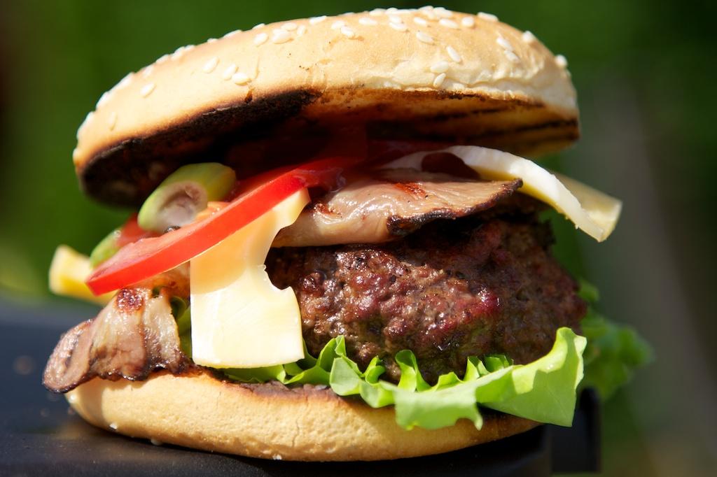 hamburger s bylinkovým máslem 1466