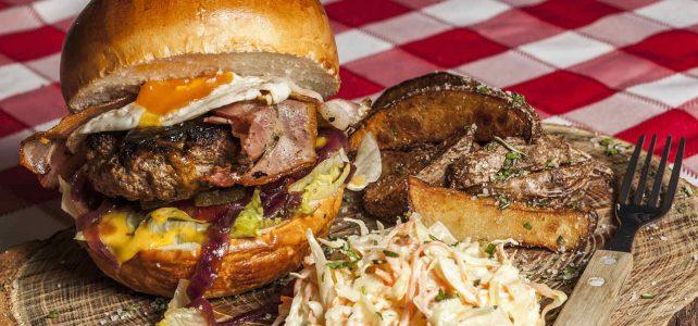 Domácí hamburger jedině s domácími bulkami